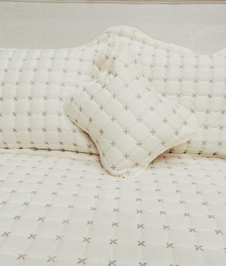 Луксозно шалте за легло – Шампанско